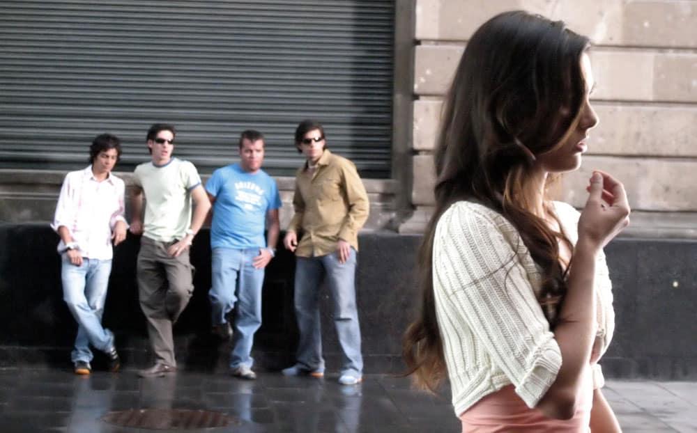 attractive-woman-men-staring